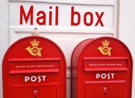 Globe-T. et les boîtes aux lettres •Globe-T. and mail boxes